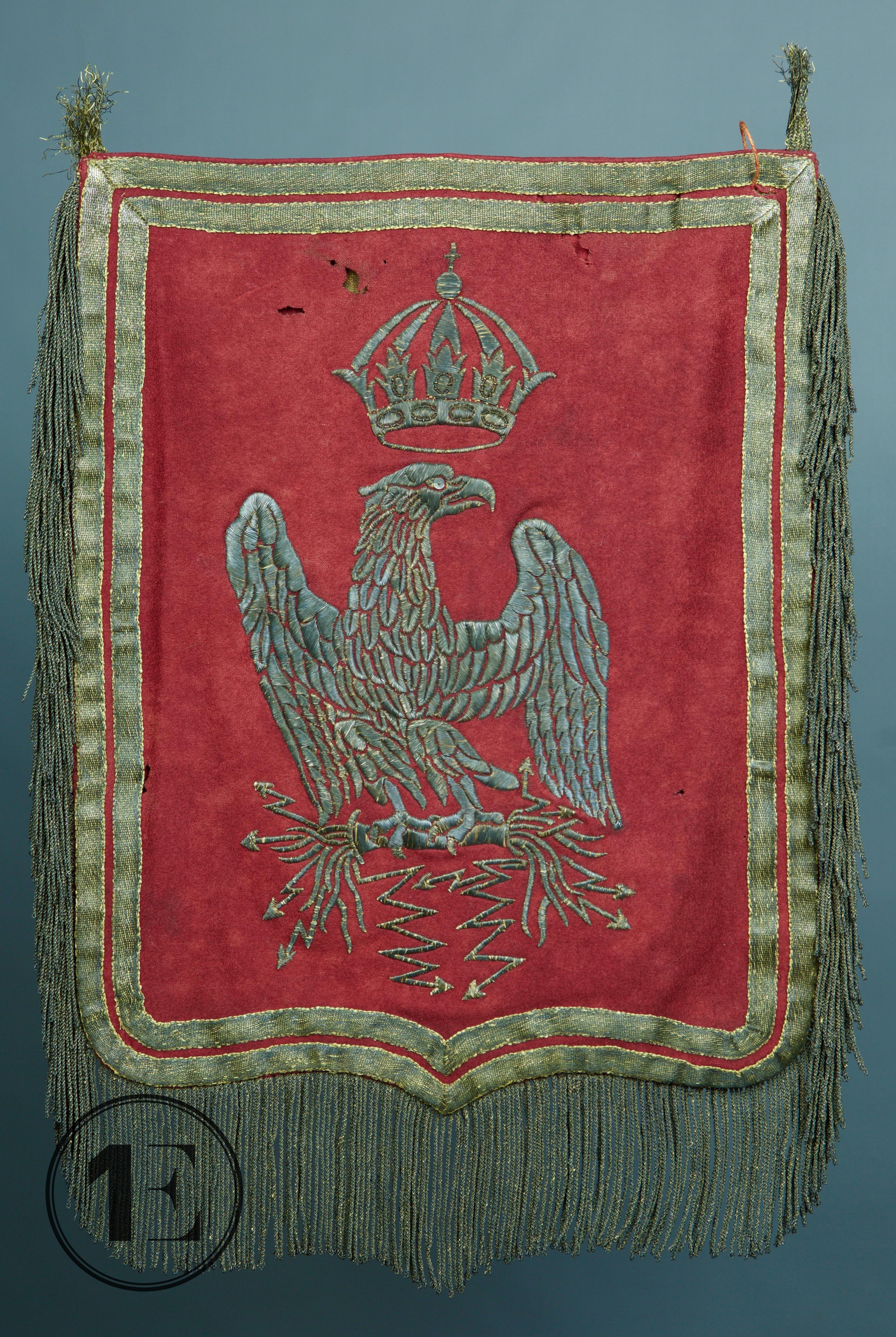 l'aigle impériale debout sur des foudres